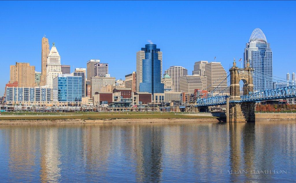 Cincinnatti skyline from Kentucky.